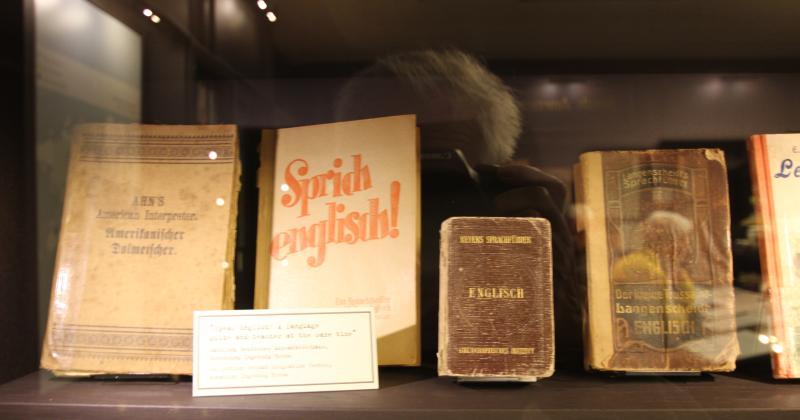 Auswandererhaus - alte Englischbücher