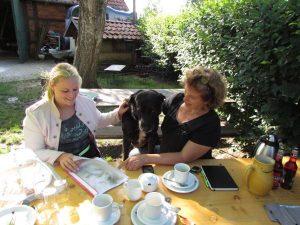 Interview mit Emely – Team-Besprechung bei Corinna